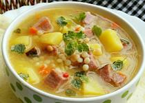 Česneková polévka s uzeným masem a tarhoňou