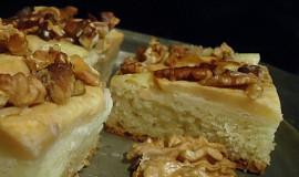 Jablkový koláč z tvarohového těsta s ořechy