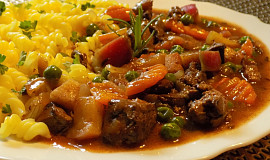 Kuřecí játra s mrkví a hráškem
