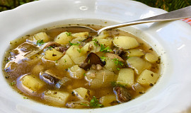 Pórkovo-bramborová polévka s pohankou a houbami