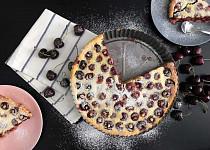Vláčný francouzský třešňový koláč clafoutis