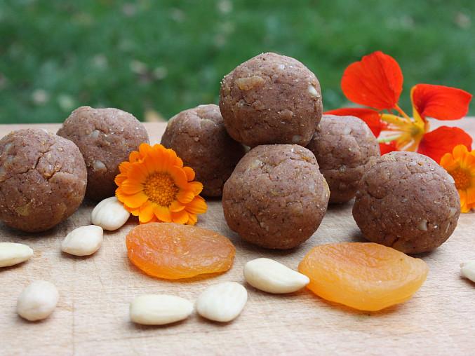 Himálajské tsampa koule s meruňkami
