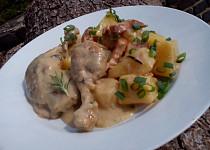Pečené smetanové kuře s uzeným masem a bramborami