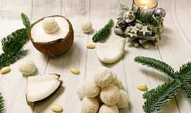 """Nepečené rýžovo-kokosové kuličky """"Raffaello"""""""