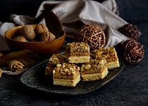 Ořechové kostky s karamelovým krémem