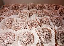 Višňové kuličky v kokosu