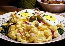 Bramborový salát s vejci a kapary