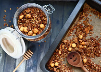 Domácí oříšková granola/müsli