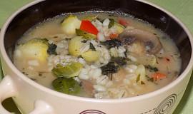 Kroupová polévka s růžičkovou kapustou a žampiony