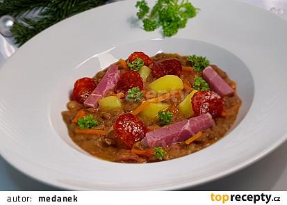 Netradiční čočková polévka s rajčaty