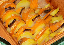 Brambory s batáty a slaninou