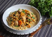 Krůtí maso po marocku s cizrnou a meruňkami