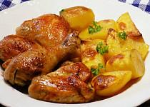 Kuře pečené s brambory ve vývaru