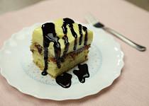 Obrácený švestkový koláč s krémem