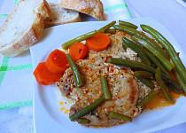 Plátky vepřové kýty na tymiánu s fazolkami a karotkou