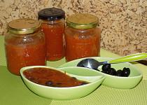 Rajčatová  omáčka s olivami