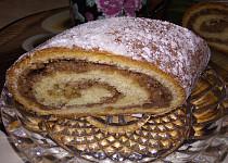 Závin plněný ořechy s marmeládou