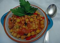 Ječné kroupy s cizrnou a rajčaty