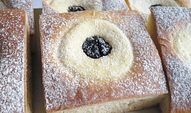 """Krájené hranaté """"koláče"""" z plechu"""