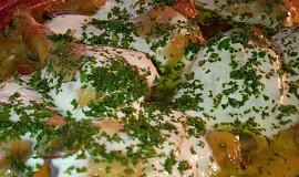 Pečená kuřecí stehna se zakysanou smetanou