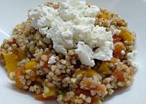 """Pohankový salát s pečenou zeleninou a domácím """"balkánem"""""""