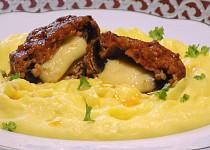 Žampiony plněné mozzarellou pečené v mletém mase