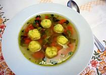 Zeleninová polévka s polentovými knedlíčky