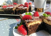 Kakaovo-medové řezy s vanilkovým krémem a likérem
