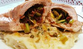 Kuřecí prsa plněná máslovým pórkem a sušenými rajčaty