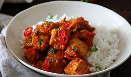 Indické kuřecí kari s rajčaty