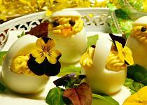 Velikonoční kuřátka plněná křenovou pomazánkou