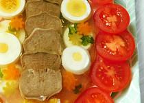 Vepřový jazyk s vejci v aspiku