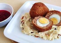 Pštrosí vejce a kaše s karamelizovanou cibulí