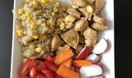 Quinoa s kukuřicí a kuřecím masem