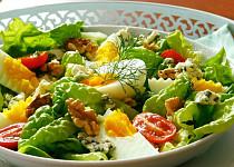 Hlávkový salát s vejci a sýrem
