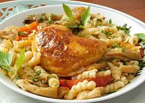 Kuře se zeleninou a vrtulemi v jednom pekáči