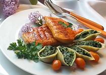 """Listový špenát v těstovinách ,,conchiglioni"""" a grilovaná kuřecí prsa"""