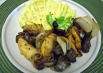 Kuřecí játra na cibuli a jablíčku s celerovo- bramborovou kaší