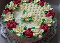 """Rozkvetlý"" dort s máslovými růžičkami"