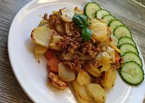 Rychlé zapečené brambory s mletým masem a mrkví