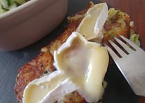 Bramborák s kapustou a sýrem