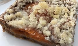 Ovocný koláč z těsta se zakysanou smetanou bez cukru