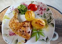 Křupavá kuřecí stehýnka s bramborem z remosky