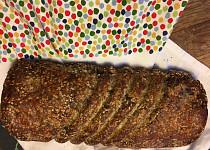 Zkuste škvarkový chleba bez mouky