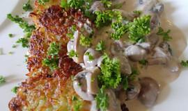 Cuketové bramboráčky s houbovou omáčkou