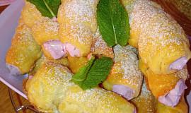 Kremrole s borůvkovým krémem