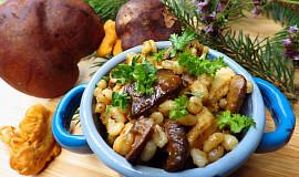 Kroupy s kuřecím masem a lesními houbami