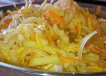 Salát z cuket a paprik