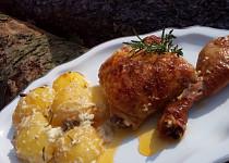 Smetanové brambory pečené s kuřecími stehýnky