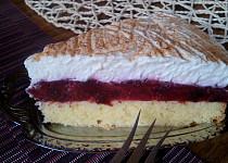 Švestkový dort (řez) se smetanovým krémem